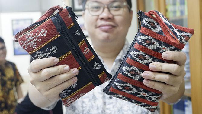 Souvenir Tas Kecil Rajutan dari Kupang