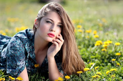 girl-lying-on-yellow-flowers
