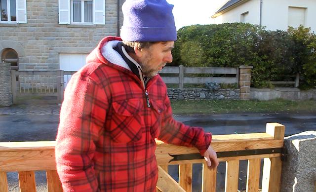 Pallet Wood Driveway Gates choosing strap hinges