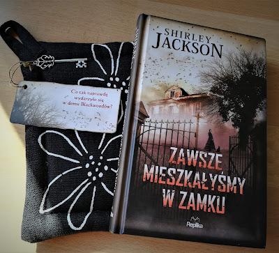 """Home Sweet Home, czyli recenzja powieści """"Zawsze mieszkałyśmy w zamku"""" Shirley Jackson."""