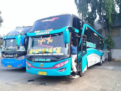 Foto Bus Sudiro Tungga Jaya Rangers