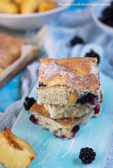 ciasto, brzoskwinia, jezyny, ucierane, bezglutenu, bezglutenowe, bez cukru, ksylitol, deser, bernika, dieta, kulinarny pamietnik