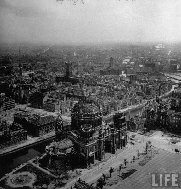 After World War Two Old Photos Of Berlin After World War Ii ~ Vintage Everyday