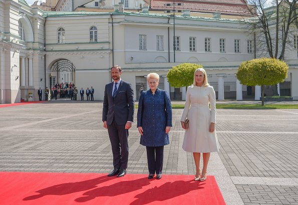 Crown Princess Mette-Marit wore Brock Collection coatdress from Spring 2017 Ready-to-Wear collection. Lithuanian President Dalia Grybauskaite