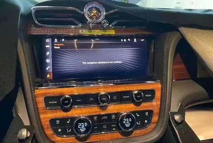 Đây sẽ là Bentley Bentayga 2021: Thay đổi quá nhỏ, khó nhận ra