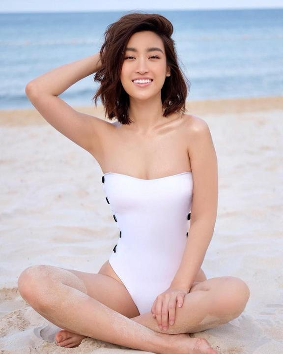 """Luôn được gắn mác """"gái ngoan"""" nhưng mỗi lần diện bikini, Đỗ Mỹ Linh đều khiến dân tình trầm trồ vì body gây nhức mắt"""