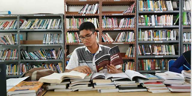 Jangan Menyalahkan Keadaan Inspirasi Mahasiswa Berprestasi FKM UIN Sumatera Utara