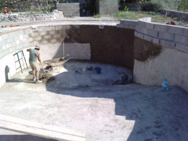 Los bricos de mi marido piscina hecha a mano for Como hacer una piscina de concreto
