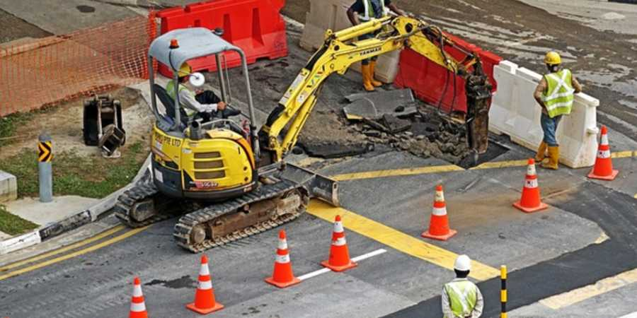 Safety Toolbox Talk Meeting topic: Working with Mobile Equipment/ Machines