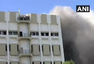 मुबंई की एमटीएनएल बिल्डिंग में लगी भीषण आग, छत पर कई लोग फसे