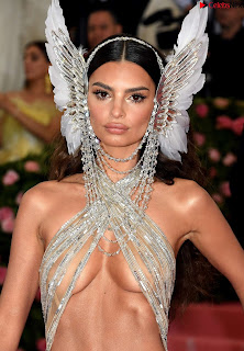 Emily Ratajkowski Expising her beautiful  at 2019 MET Gala in NYC .xyz Exclusive Pics 06