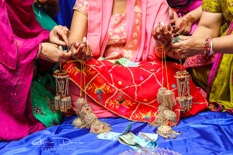 Punjabi Wedding Rituals East Indian Sikh Marriage Photography Jaago Chunni Ceremony Mehndi Party Pictures Maiya Ca