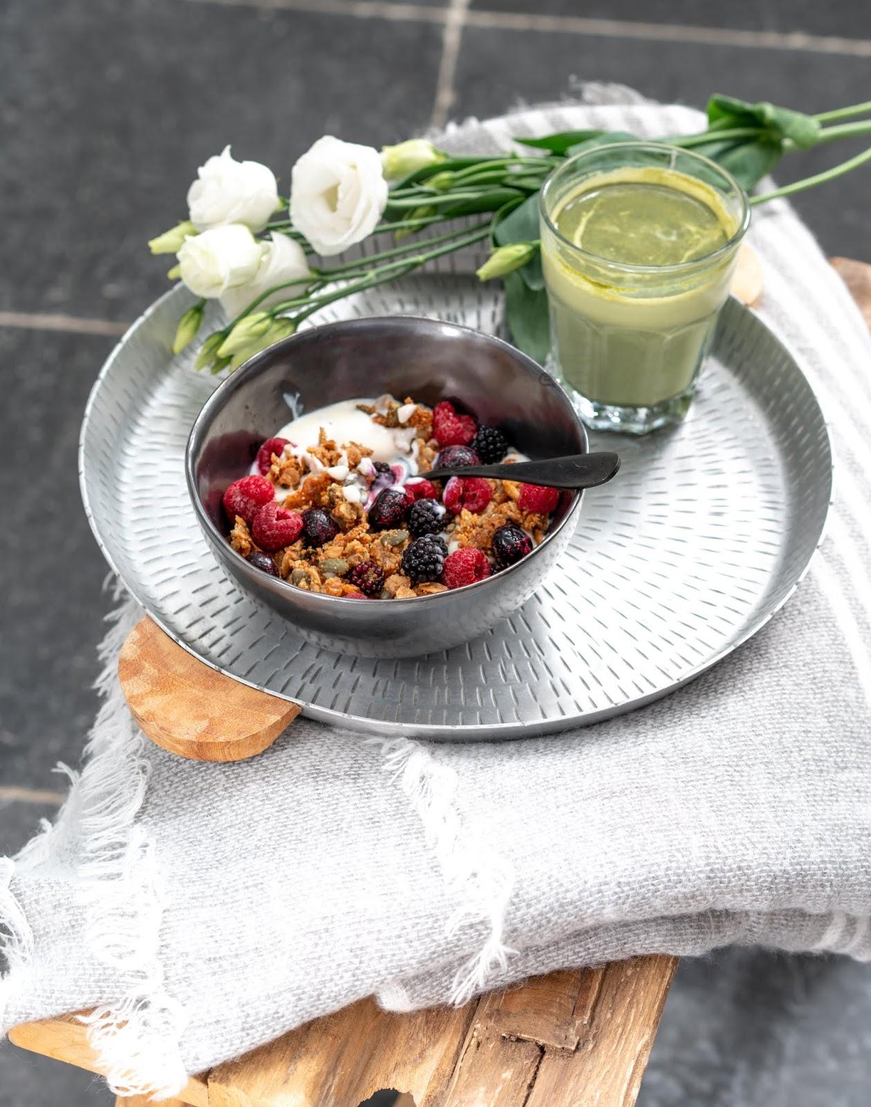flocons d'avoine , flocons d'épeautre , granola croustillant , petit déjeuner équilibré