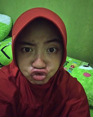 Cewek IGO Selfie Duck Face Bibir Monyong Cantik  cewek manis jilbab dan manis