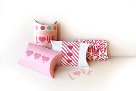 Get Customized Pillow Boxes to Presenting Gift in an Innovative Style