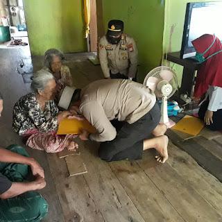 Aksi Peduli Kapolres AKBP Kadarislam berikan Bansos pada Lansia di Pulau Barrang Lompo