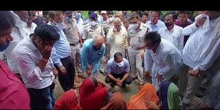 कलेक्टर एवं पुलिस अधीक्षक घटिया तहसील के ग्राम सज्जन खेड़ा पहुंचे