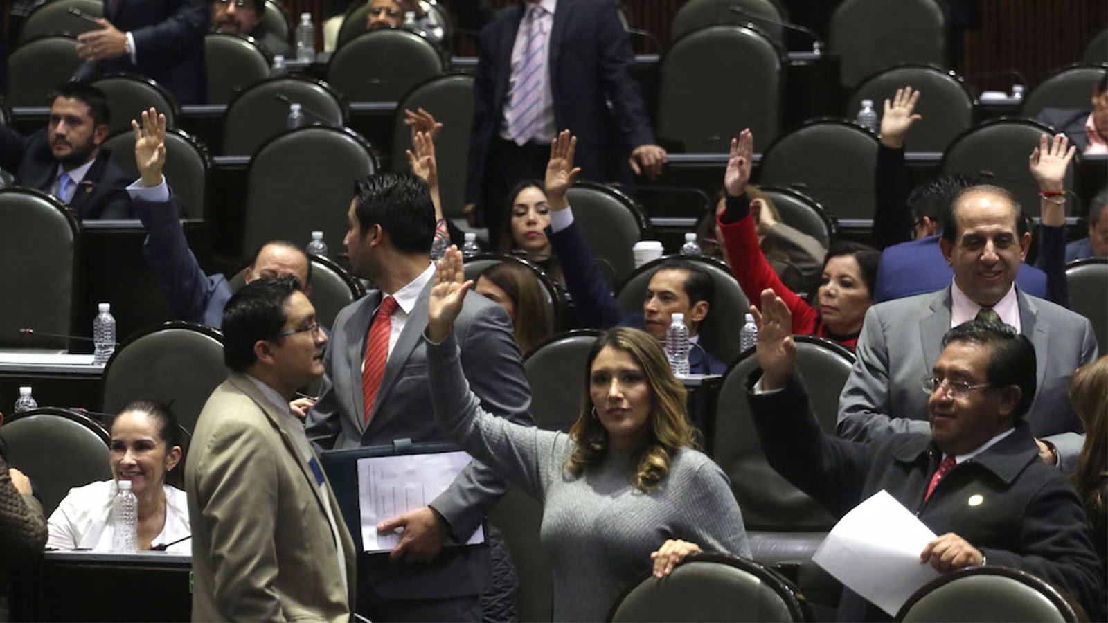 """Diputados del PRI aprueban ley que castigará críticas y troleo en internet y será delito publicar una verdad si se considera que """"desprestigia"""" a alguien"""