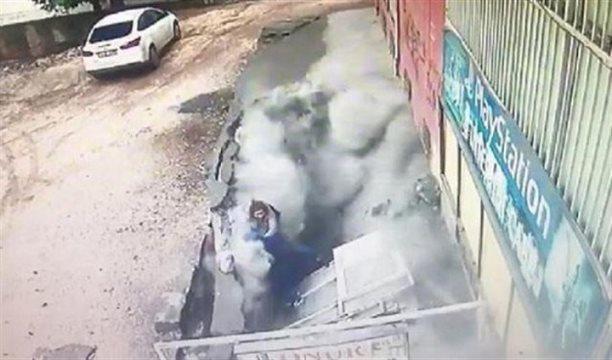 شاهد بالفيديو الأرض تنشق فجأة وتبتلع سيدتين في تركيا!