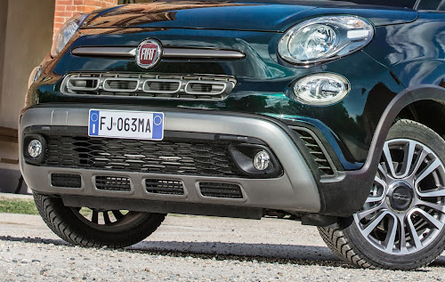 Fiat 500L Cross Bumper Detail