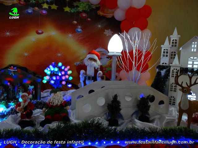 Mesa de aniversário decorada com Natal