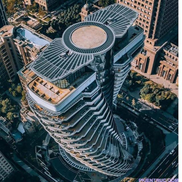 tháp mang hình xoắn ốc DNA chụp từ trên cao xuống