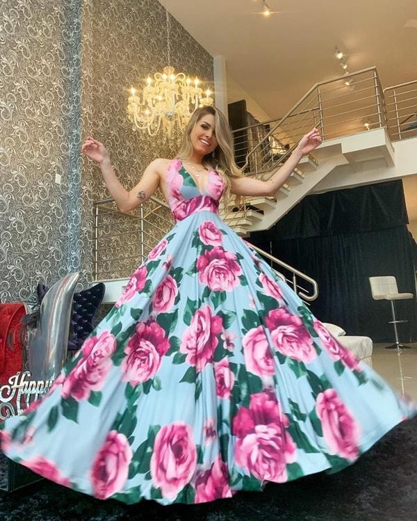 vestido longo com estampa floral para casamento