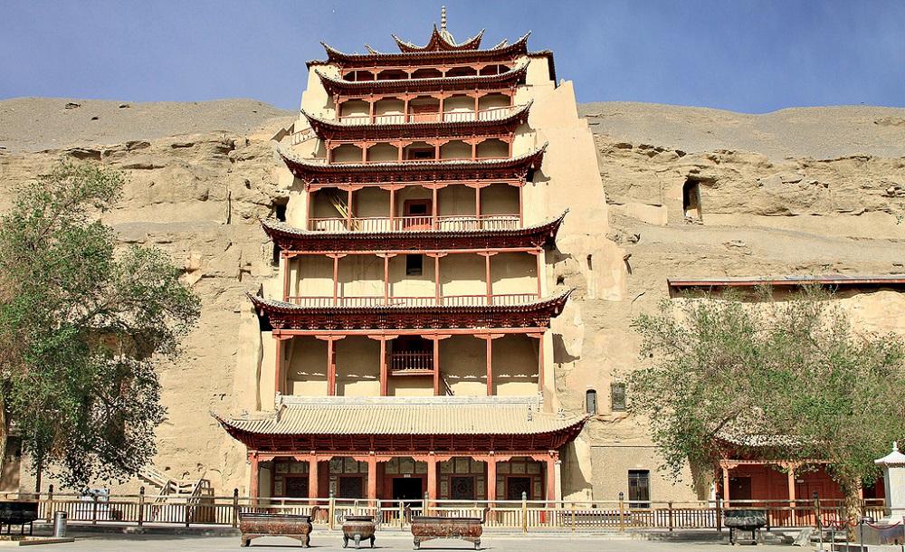 Комплекс пещер Могао у города Дуньхуан провинции Ганьсу в Китае, пустыня Гоби