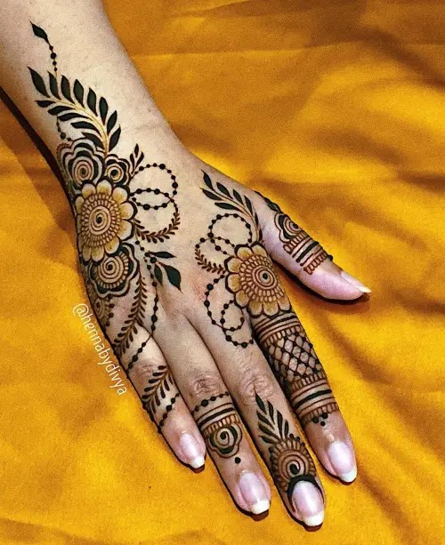Small-flowers-with-leves-mehndi-design