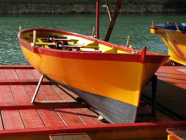 Red and yellow boat of San Marco Pontino, scali delle Cantine, Livorno