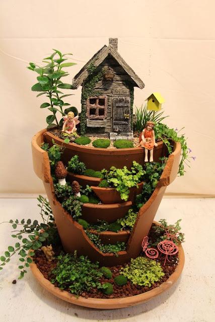 まるでラピュタ?壊れた植木鉢を小人の世界にする面白いアイディア【a】 妖精が住んでそう ラピュタ