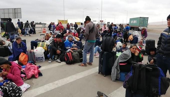 Ciudadanos venezolanos protestan ante exigencia de visa de turista en chile