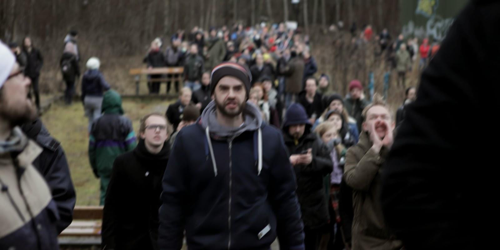 Reva protest samlade hundratals