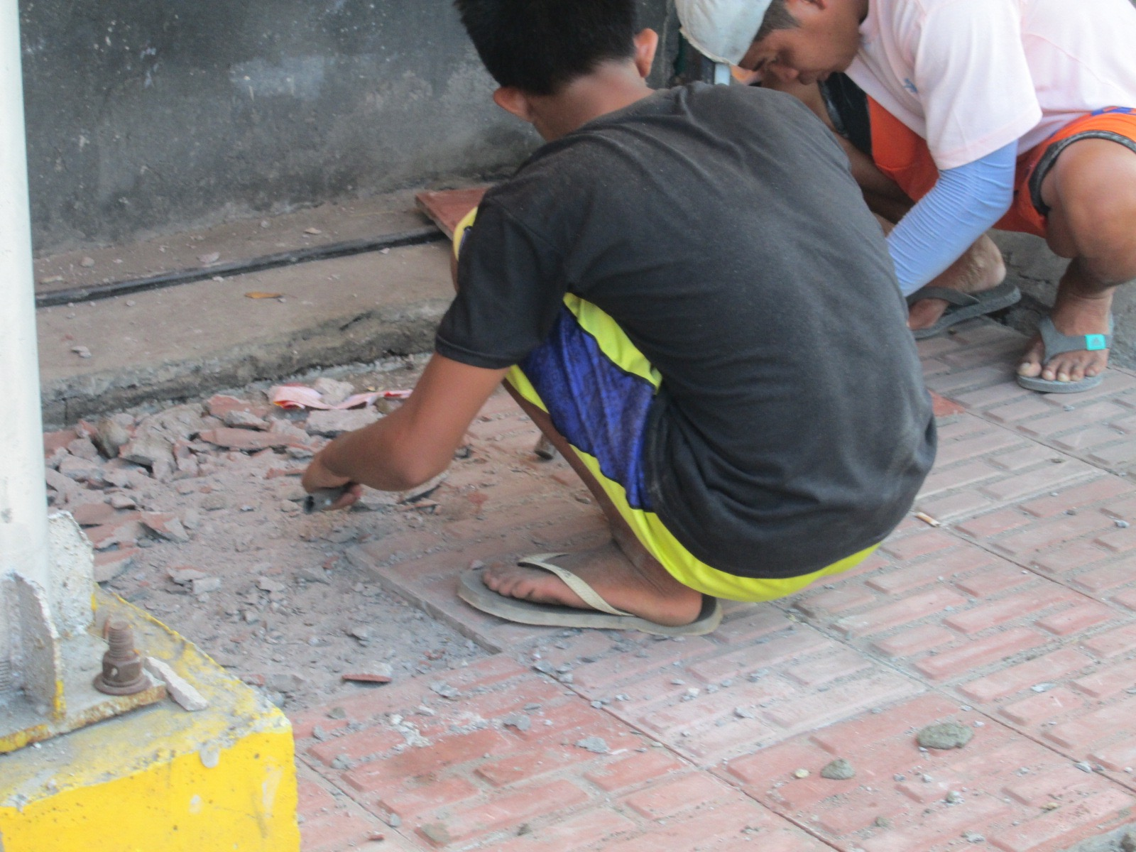 08550ad8d55e What s up with Filipinos wearing flip-flops or slippers on the job site  It s  just not safe at all.