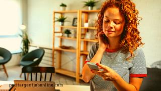 Femme téléphone mobile, être rémunéré en ligne pour de petits travaux, travail à distance, travail à domicile,