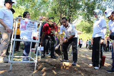 Wali Kota Semarang Bapak Hendrar Prihadi Menanam Pohon Asem sebagai pohon khas Kota Semarang dalam acara penanaman pohon di Kawasan Hutan Wisata Tinjomoyo. Acara ini merupakan rangkaian dari Rakernas Apeksi 2019