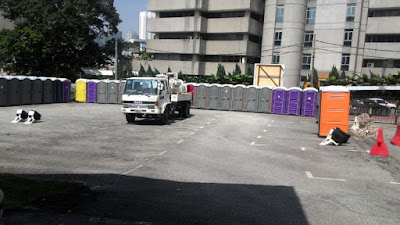 Bersih 4: Plenty portable toilets with a sewage tanker I think