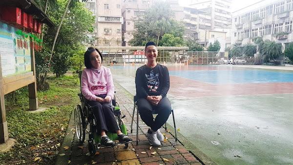 台語主播郭于中-安樂國小陪身障者打球