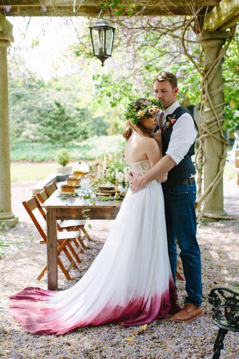 vestido de novia con colores morado