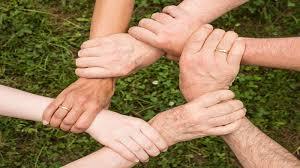 العلاقه بين الفرد والمجتمع