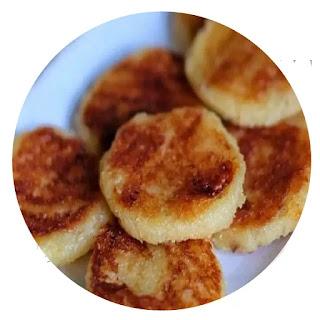 Camilan khas Kota Semarang ini tebuat dari bahan kelapa dan beras ketan serta memiliki berbagai varian rasa seperti durian, coklat, nangka, pandan, dll. Wingko Babat tersedia dalam berbagai merek dagang.