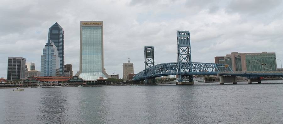 Vista del downtown de Jacksonville desde la orilla sur del Saint Johns River