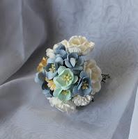 http://www.aubergedesloisirs.com/en-assortiement/1933-fleurs-scrapbooking-bleu-blanc.html
