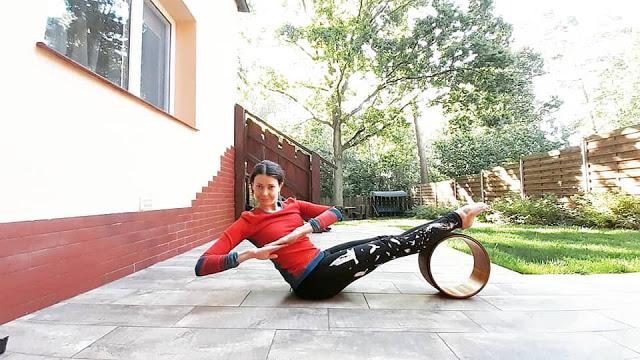 ALT - joga z kółkiem asany na mocny brzuch