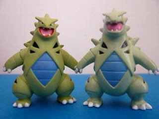 Tyranitar figure Tomy MC ordinary & 2001 movie version