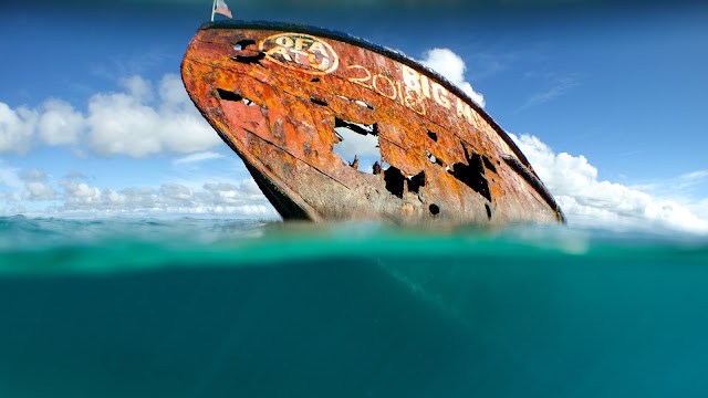 Pangaimotu has a rusty shipwreck