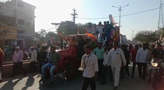 कृषि बिलो को लेकर केन्द्र सरकार के खिलाफ निकाली ट्रेक्टर रैली   Krishi bilo ko lekar kendr sarkar ke khilaf nikali tractor relly