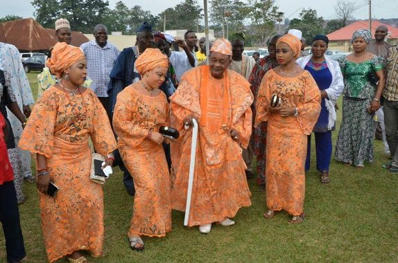 Photos of the Alaafin of Oyo and his wives at a function in Oyo