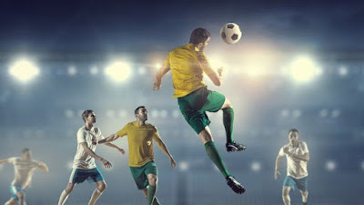Pengertian Menyundul dan Menggiring Bola | Teknik Dasar Menyundul dan Menggiring