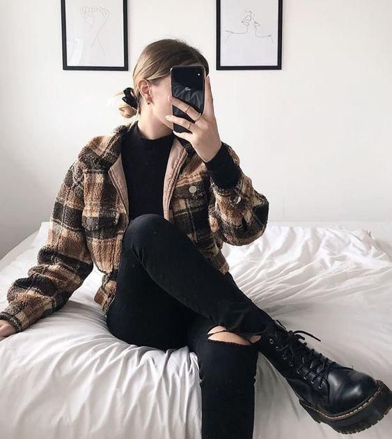 Look de inverno com coturno preto
